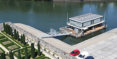 Referentieproject van ponton naar hotel